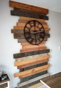 Create brilliant environment by reusing wood pallets in such artistic way. Re-transforming wood pallets in to such craft is something that worth your effort and time. Crafting such project will be interesting as well. Diy Pallet Wall, Wooden Pallet Projects, Pallet Crafts, Wooden Pallets, Wooden Diy, Pallet Ideas, Diy Projects, Modern Wood Furniture, Diy Pallet Furniture