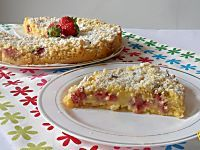 Cheesecake di fragole (ricetta senza cottura). Ricetta del cheesecake di fragole con philadelphia e yogurt, senza forno con copertura di gelatina e fragole