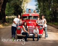 Laurie Terry Photography: Jason + Sarah = A Cute Family Xmas Photos, Family Christmas Pictures, Family Pictures, Christmas Pics, Christmas 2017, Family Picture Poses, Family Posing, Family Portraits, Picture Ideas