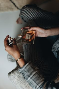 Beauty Talk: The New Gabrielle Chanel Parfum Man Photography, Modern Photography, Lifestyle Photography, Product Photography, Coco Chanel, Perfume Display, Perfume Collection, Aesthetic Indie, Trends