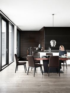 Funcitonal Dining Table and Mariposa Deluxe Chairs BoConcept