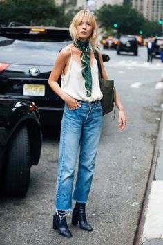 Breathtaking 68 Awesome Summer French Street Style Looks Idea from https://www.fashionetter.com/2017/04/24/68-awesome-summer-french-street-style-looks-idea/