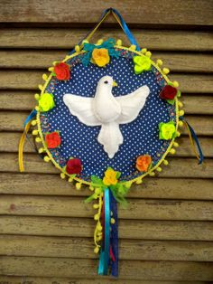 Divino Espírito Santo em tecido de algodão e feltro.
