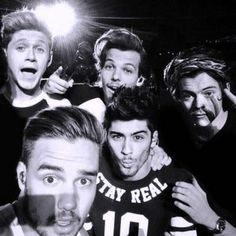 One Direction Selfie, One Direction Group, One Direction Pictures, Direction Quotes, Liam Payne, Freddie Mercury, Louis Tomlinson, Zayn, 5sos