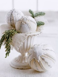 Are you preparing your house for this White Christmas? Well here is a collection of top white Christmas decorations, that will help you to decorate [. Christmas Baubles, Christmas Colors, All Things Christmas, Christmas Tree Decorations, Christmas Crafts, Holiday Decor, Christmas Ideas, Magical Christmas, Winter Christmas