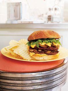 Recette de Ricardo de burger double aux champignons, sauce au fromage