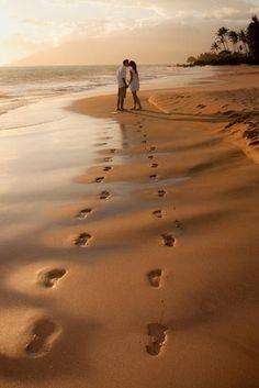 Footprint Kiss Beach Pose