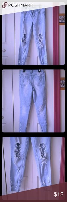 Ripped jeans Ripped low rise jeans. Comfortable, worn once. Jeans Ankle & Cropped