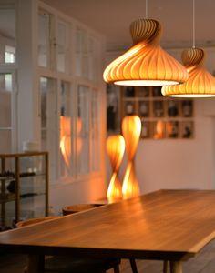 Hochwertig Handgefertigte Designer Pendelleuchte Aus Geschwungenen  Birkenholzfurnierstreifen Mit Spiraleffekt Für Den Wohn  Und Essbereich