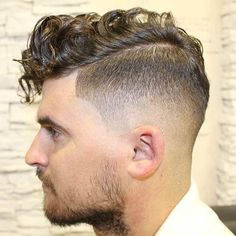 Curly Side Part Taper Fade Shorter on the sides and longer on the top gives a more prominent, photo-ready appearance to your hairstyle. Whether you embrace your natural texture or use a curling iron, a wavy, tapered haircut looks amazing. High Skin Fade Haircut, Taper Fade Haircut, Curly Hair Cuts, Short Hair Cuts, Curly Hair Styles, Mens Taper Fade, Medium Skin Fade, Skin Fade Pompadour, Fade Haircut Styles