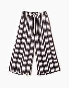 Stradivarius Colombia Pantalón culotte rayas - BLACK & WHITE - MUJER | #MomentoExtraordinario Outfits 2016, Pants, Black And White, Summer 2016, Womens Fashion, Israel, Clothes, Woman, Style