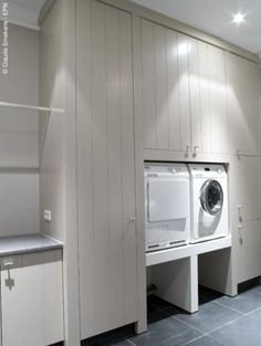wasmachine good idea to raise units- baskets can slide in below when emptying- brilliant!