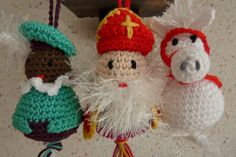Sint, zwarte Piet en Amerigo. Patroon: Gelukspoppetjes haken / Annemarie Arts. December 2013 Crochet Toys, Knit Crochet, Party Background, Lucky Charm, Some Ideas, Needle Felting, December, Crochet Patterns, Christmas Ornaments