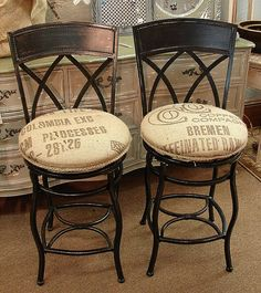 Counter Height Swivel Wrought Iron Bar Stools w Feed Seed Coffee Burlap Sack Seats. Good idea 💡, got the chairs and burlap. Great for backyard bar area. Bar Stool Seats, Counter Height Bar Stools, Swivel Bar Stools, Island Stools, Wrought Iron Bar Stools, Metal Bar Stools, Chaise Restaurant, Bar Stool Makeover, Bar Stools With Backs