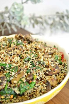 Mushroom Spinach Quinoa Salad - This warm mushroom spinach quinoa salad can be served on its own or with eggs, stuffed inside a chicken breast. Mushroom Quinoa, Brown Rice Pasta, Stuffed Mushrooms, Stuffed Peppers, Fresh Garlic, Kinds Of Salad, Salad Ingredients, How To Make Salad, Quinoa Salad