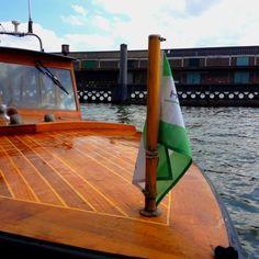 Met een klassieke boot naar de overkant