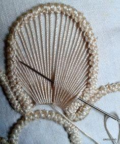 Tutorial macrame rumeno, point lace, laseta, pizzo rinascimento uncinetto,trine,cordoncini,merletto ad ago,disegni,ricamo,uncinetto, Crochet Cord, Form Crochet, Crochet Motif, Crochet Lace, Hand Embroidery Stitches, Embroidery Techniques, Beaded Embroidery, Embroidery Patterns, Romanian Lace
