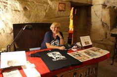 Magliette Taranto Spartana disponibili presso il Museo Ipogeo Spartano. Nel Borgo Antico di Taranto, Salento, Puglia.