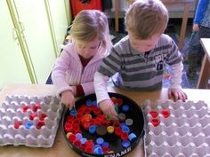 32 inexpensive ideas how parents can entertain their children - Curioctopus.de - 32 inexpensive ideas how parents can entertain their children – Curioctopus. Infant Activities, Learning Activities, Activities For Kids, Diy Crafts Love, Crafts For Kids, Daycare Themes, Baby Sensory, Toddler Learning, Creative Activities
