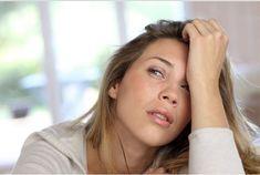 Las ojeras es común en personas que duermen poco. Tienen dos componentes: el edema (acumulación de líquido) y la pigmentanción. Para aliviar el edema y desinflamar las ojeras, se pueden aplicar compresas de algún descongestivo, por ejemplo, con té de manzanilla. En cambio, si el problema viene de la pigmentación recomendamos consultar con un dermatólogo. En Rambla 130 os recomendamos el producto de Massada de: BIO CELULAR TOTAL EYE CONTOUR: