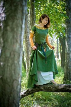 """Medieval dress """"Greensleeves As well as the artist Dante Gabriel Rossetti to write his painting """"My Lady Greensleeves"""", I to create this costume was inspired with an old English ballad """"Greensleeves"""". As legend says, it was written by Henry VIII, King of England, for his beloved"""