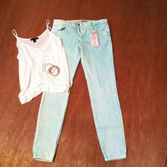 LOWEST2xHPZara colored denim skinny jeans Brilliant color! Best described as a neon mint! Great for spring and summer! Has some white wash in it so its not too overwhelming. Great stretch and fit. Tiniest of a spot near ankle, not noticeable when worn. PRICE FIRM Zara Jeans Skinny