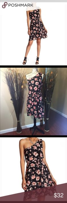 💥New Listing💥DR2 Floral Dress ✨New with Tags ✨ ✨Bundle and Save✨ ✨REASONABLE offers welcome✨ 📌Low Ballers will be IGNORED📌 Daniel Rainn Dresses One Shoulder