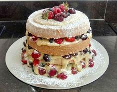 Mais um naked cake... Berries!