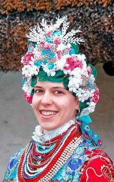 Folk Costume, People Of The World, Ethnic Fashion, Headdress, First World, World Of Fashion, Cosplay Costumes, Portrait Photography, Beautiful People