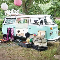 Origineel idee! Jullie trouwvervoer laten ombouwen tot fotohokje/photo booth. Het kan bij De Volkswagenbus.nl!