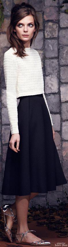 Saloni Pre-Fall 2015 Fashion Show Modest Dresses, Modest Outfits, Skirt Outfits, Modest Fashion, Classic Style Women, Fashion Show, Fashion Design, Elegant Woman, Catwalks