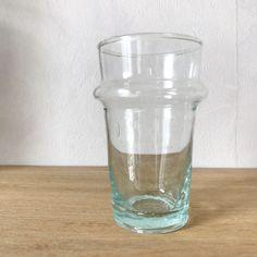 """Verre """"Beldi"""" en verre recyclé, soufflé à la bouche. Classique de la vaisselle marocaine depuis les années 40.10cm de hauteur Vendus par 2 ou 4."""