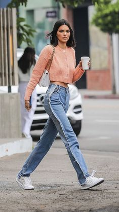 View the Kendall Jenner style file, one of the best looks put on by on pattern Kendall. Kendall Jenner Outfits, Kendall Jenner Mode, Trendy Outfits, Cute Outfits, Fashion Outfits, Model Outfits, Fashion Top, Dress Outfits, Dress Shoes