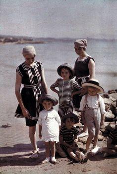 Купальные костюмы, которые носили в 1900 годах.