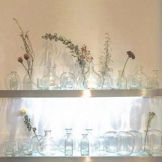 The perfect #shelfie Merci @coppe1130 #花瓶  #花  #おうち  #ガラス  #手作り #handmade #유리컵 #handmadeglass #잔  #꽃병 #flowervase