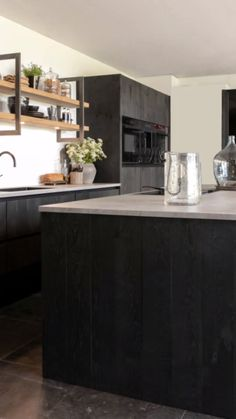 How about this approach for a creative idea! kitchen island with sink Kitchen Pantry Design, Kitchen On A Budget, Diy Kitchen, Kitchen Decor, Urban Kitchen, Beautiful Kitchens, Cool Kitchens, Kitchen Island With Sink, Cocina Diy