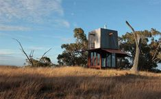 If this unique piece of architecture doesn't stop you right there, then I don't know what will. It's actually a small 3 x 3m prefab retreat, hidden inside a copper clad tower, offering panoramic views to the horizon. Featuring a rusty cube-like design with basically simple amenities, this house is referenced as 'Permanent Camping'. It's …