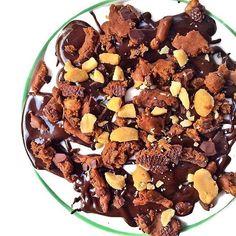 Cashew Milk Yogurt swirled with melty Nutiva Dark Chocolate Hazelnut🌰Spread