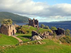 Urquhart Castle - Drumnad, Scotland