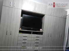 Foto de un closet cerrado que instalamos en la Ciudad de México....! Creamos espacios confortables y ordenados para nuestros clientes....!