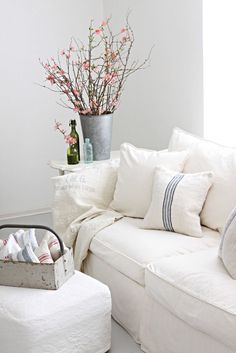 Inspiration in White: Shabby Couches - lookslikewhite Blog - lookslikewhite