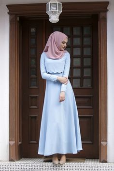How You Can Make Perfect Combination of Hijab and Abaya – Girls Hijab Style & Hijab Fashion Ideas Abaya Fashion, Modest Fashion, Fashion Outfits, Fashion Ideas, Muslim Women Fashion, Islamic Fashion, Simple Long Dress, Hijab Fashionista, Outfit Look