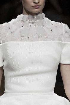 Structured dress embellished with cloudy white jewels; fashion details // On Aura Tout Vu ss14