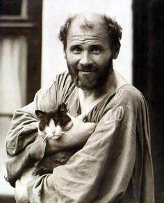 """El gato de Gustav Klimt. """"Tenia ocho o nueve y los dejaba que vagaran libres por su estudio. Nunca les ponía nombres""""."""