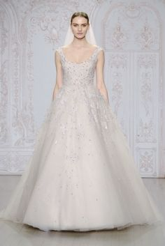 Monique Lhuilliers Fall 2015 Latest Wedding Dresses Are So Pretty, They Might Incite a Riot