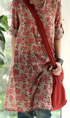 Red flowers cotton tunic, I totally love this! Looks like something easy to sew too. Bohemian Mode, Bohemian Style, Boho Chic, Boho Gypsy, Look Fashion, Indian Fashion, Latest Fashion, Fashion Trends, Mode Style