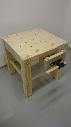 Craftsman Workbench, Small Workbench, Craftsman Furniture, Workbench Plans, Woodworking Workbench, Woodworking Workshop Layout, Used Woodworking Tools, Green Woodworking, Wood Tools