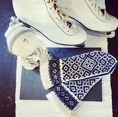 Ravelry: Millan pattern by Lotta Lundin Knitted Mittens Pattern, Knit Mittens, Knitting Patterns, Crochet Patterns, Drops Design, Drops Karisma, Pattern Design, Free Pattern, Fox Hat