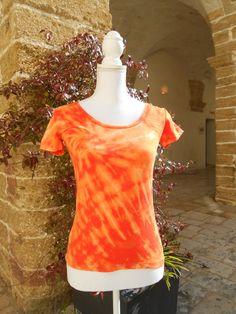 Reverse Tie Dye T-Shirt cotone elasticizzato. Rainbow shibori