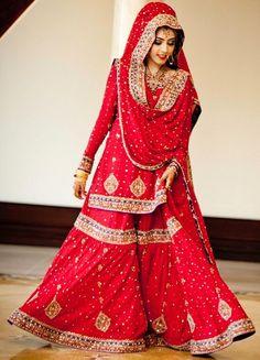 Lovely dupatta setting for the hijabi bride Bridal Dupatta, Indian Bridal Lehenga, Pakistani Bridal Dresses, Indian Dresses, Wedding Dresses, Pakistani Couture, Pakistani Suits, Sharara Designs, Lehenga Designs